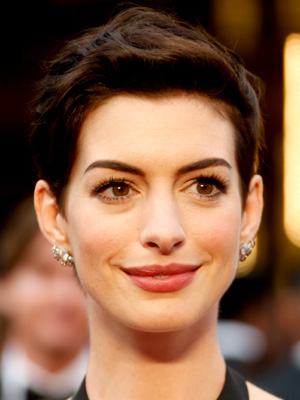 Anne Hathaway Oscars 2014, Best Hair and Makeup, Academy Awards 2014 // MeredithTested.wordpress.com